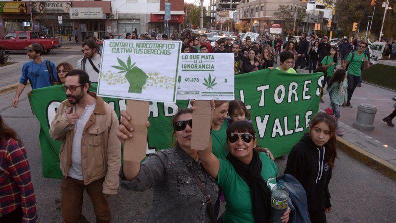<p>Los Cannabicultores del Alto Valle, en una de sus manifestaciones por la capital neuquina.</p>