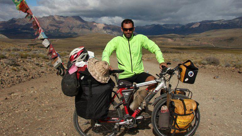 Llegó a Neuquén tras dar la vuelta al mundo en bici