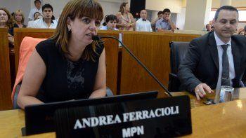 ferracioli cuestiono a monzani: no puede ser juez y parte