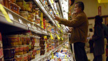 El rubro de alimentos es uno de los más afectados. Indumentaria y electrodomésticos le siguen. La gente compra lo justo y necesario.