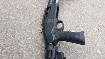 La escopeta calibre 12.70 que le fue secuestrada al acusado.