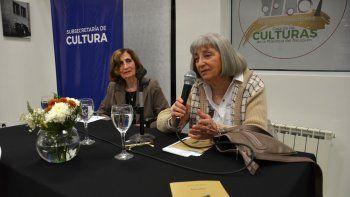 María Esther Ramos junto a la profesora Zunny Ascher durante la presentación del libro.