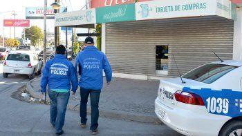 Efectivos de la Policía trabajaron ayer en la financiera ubicada en Godoy y Chajarí, del barrio San Lorenzo.
