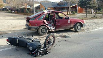 ruta 40: motociclista grave tras chocar contra un auto
