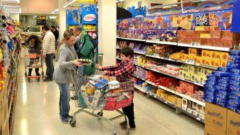 Si bien la caída en las ventas se mantiene (cerca de un 6 por ciento), las grandes superficies lideraron las ventas en todo el país durante marzo, según las estadísticas del Indec.