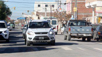 La céntrica calle Honduras es la más comercial de la ciudad. Hace 20 años que se debate hacerla de mano única.