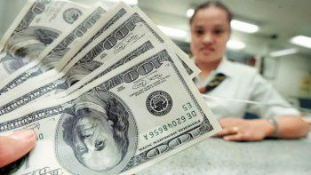 el dolar cerro a $16,40 y marco otro record de venta