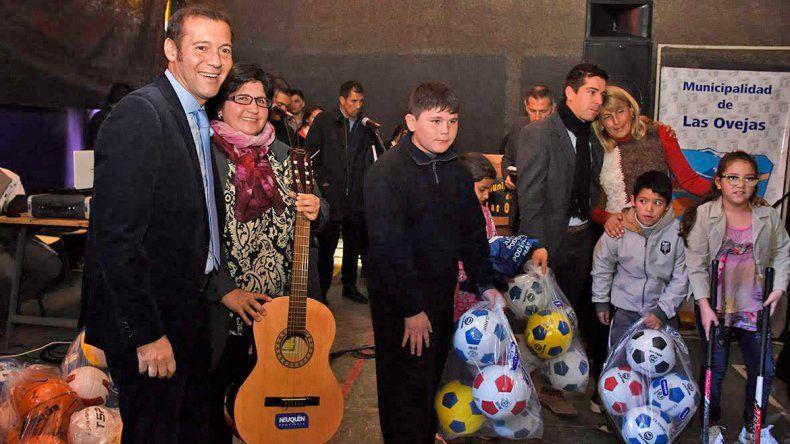 El gobernador tomó contacto con vecinos de Las Ovejas.