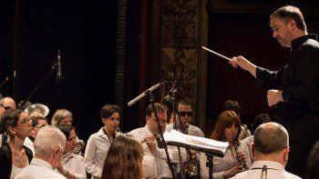 La gala de vigilia tendrá una textura mixta, dijo el maestro Cladera, quien hace seis años dirige la Sinfónica de Ciegos.