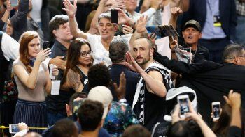 ¿manu se despidio del basquet? los warriors eliminaron a los spurs y el estadio lo ovaciono