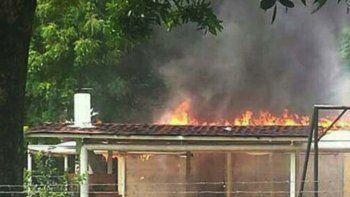 Ayer manifestantes quemaron la casa natal del ex presidente Chávez.