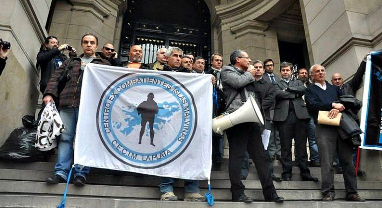 Ex combatientes piden que se investiguen las torturas a soldados