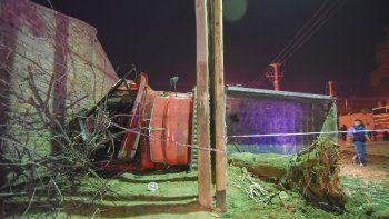 Un camionero se quedó sin frenos en el Oeste y de milagro no causó una tragedia