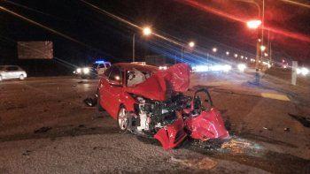 El VW Vento quedó totalmente destruido tras impactar contra una camioneta VW Amarok y una Toyota Hilux.