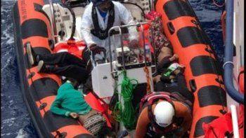 Alrededor de 1500 personas zarparon de la costa libia. Había 200 en la embarcación que naufragó. En 18 operaciones ya rescataron a 2300 refugiados.