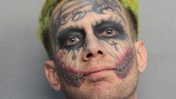Tatuajes, el color del pelo... En marzo capturaron a otro Guasón en Virginia.