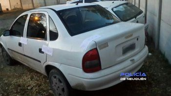 El Chevrolet Corsa en el que andaban los gitanos al momento de ser detenidos por personal de la Comisaría 17 en un control de rutina.