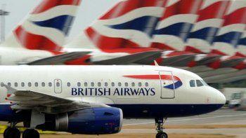 A British se le cayó el sistema y canceló todos los vuelos.
