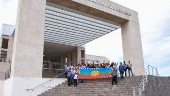 Comunidades mapuches durante una visita a la Legislatura provincial.