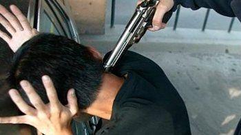 El padre, además de golpear al joven en la cabeza, le gatilló tres veces.