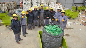 Los operarios cooperativistas en una pausa para la foto. Son 60 socios, pero sólo 15 se encuentran trabajando actualmente en la planta.