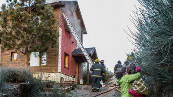 La vivienda en el barrio Ruca Hue se salvó de milagro de las llamas.