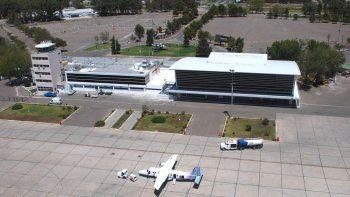 Sin planta de tratamiento, el aeropuerto acumula los líquidos en una laguna.