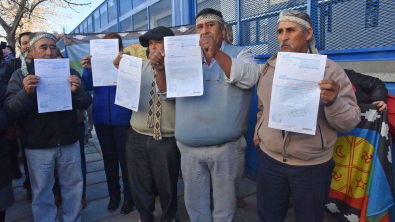 Un sector de la comunidad mapuche llegó a Talero y Córdoba con un petitorio para las autoridades de YPF.