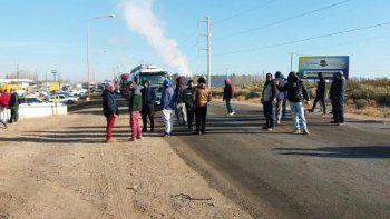 Los desocupados cortaron la Ruta 22 en el ingreso a Plaza Huincul.