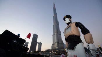 Presentaron en Dubai al primer robot policía