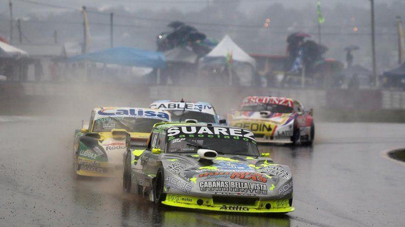 La final del TC Pista se corre bajo una intensa lluvia en el Rosamonte — VIVO