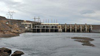 La represa Pichi Picún fue construida por la compañía Benito Roggio en UTE con la brasileña Odebrecht, en 1989.