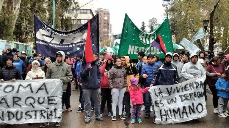 Diferentes protestas de ATE complicaron el tránsito en la ciudad y los puentes carreteros