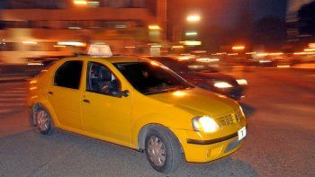 Los controles de taxis se implementaron por los robos que sufrían.