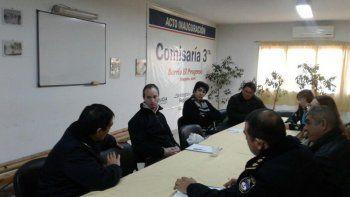 Vecinos y policías analizaron acciones para frenar los robos.