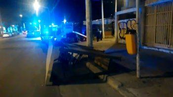 Un borracho chocó una garita y se estrelló contra una casa