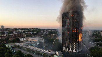 Ya suman 12 los muertos por el incendio en un edificio de Londres