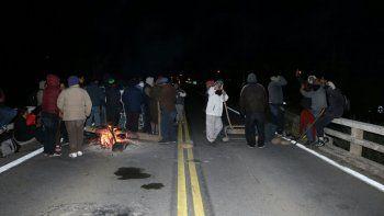 La protesta sobre la Ruta 40 seguirá durante toda la noche