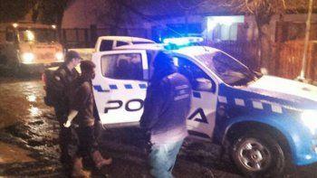 La camioneta fue secuestrada y los tres hombres quedaron detenidos.