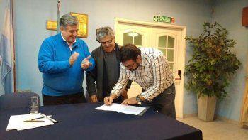Nicola junto a Lazcano, de Vialidad, y Soto de la cooperativa de Plottier.