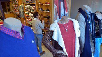 La indumentaria potenció las ventas de regalos para los papás. Camisas, pulóveres y camperas fueron las opciones más elegidas para agasajarlos.