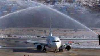 aterrizo en bariloche el primer avion de las aerolineas low cost
