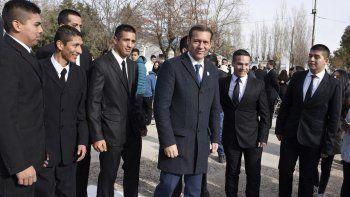 Gutiérrez felicitó a los 317 becarios y dijo que son motivo de orgullo.