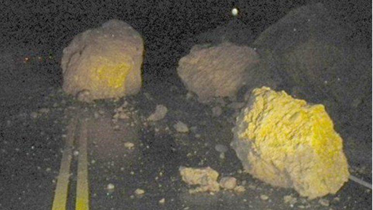 Hubo deslaves y derrumbe de rocas en la Ruta de los Siete Lagos