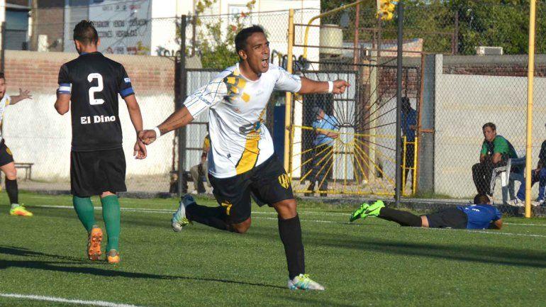 Molina volvió al Decano con gol ante el clásico rival