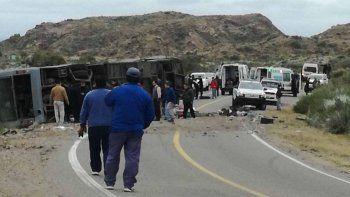 Volcó un micro en Mendoza: hay al menos 12 muertos