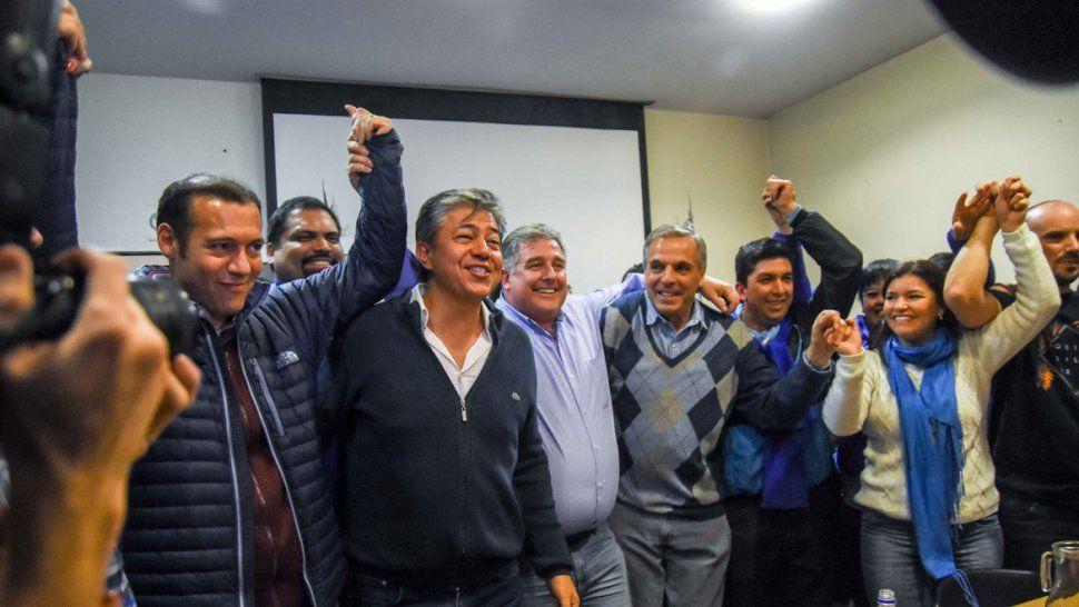 La lista Azul se impuso con el 71,17% de los votos obtenidos. Así Alejandro Nicola y Vanina Merlo serán los candidatos a concejales.