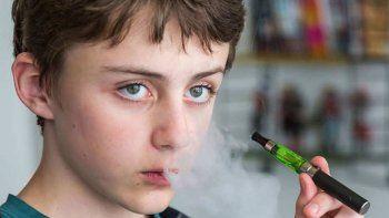Lo usan los fumadores para bajar el consumo, pero tienta a los más pibes a empezar a fumar.