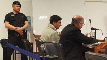 El acusado por femicidio junto a su defensor particular, Gustavo Palmieri.