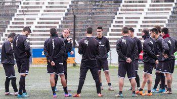El entrenador de Cipolletti destacó la experiencia de sus jugadores para encarar partidos definitorios.